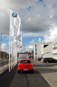 Flaggstänger med invändig lina förhindrar stöld av flaggor.