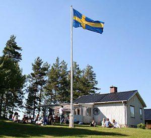 Nationsflaggor - Svensk flagga på flaggstång